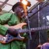 Jazz à Vienne rend hommage à Fela Kuti, par la voix de Kiala et son Afroblaster, qui soufflent un bon coup d'Afrobeat dans la pure tradition Kutienne de la chose.