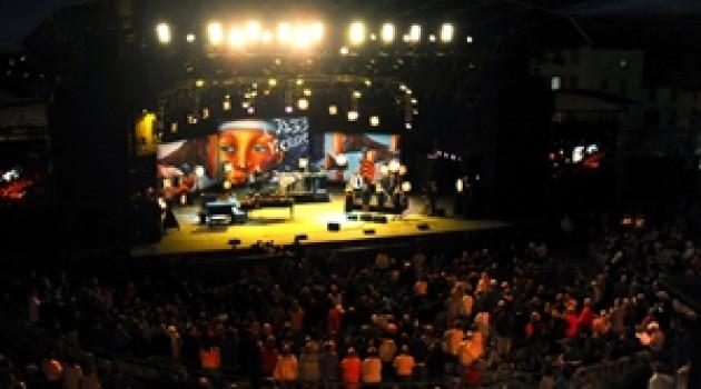 Jazz à Vienne 2014 : Craig Adams et Linda Lee Hopkins poussent le Gospel sur la scène du théâtre Antique.