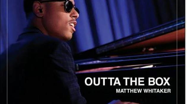 """Outta the Box"" de Matthew Whitaker, l'envol d'un musicien de grande classe."