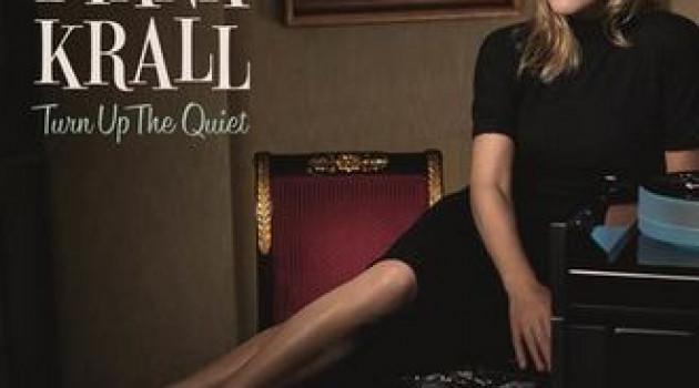 """Diana Krall avec son nouvel album sensuel """"Turn Up The Quiet"""", propose onze scénarii de courts métrages à l'écoute."""
