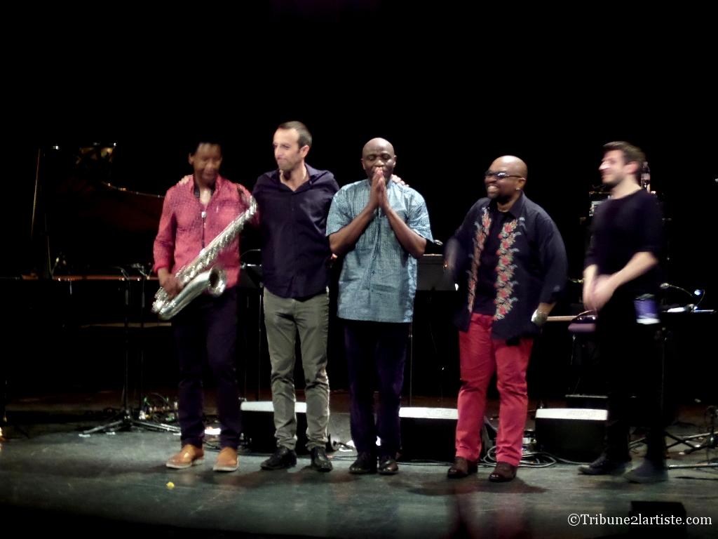 Ray Lema Quintet à la maison des cultures du monde, il a fait très show.