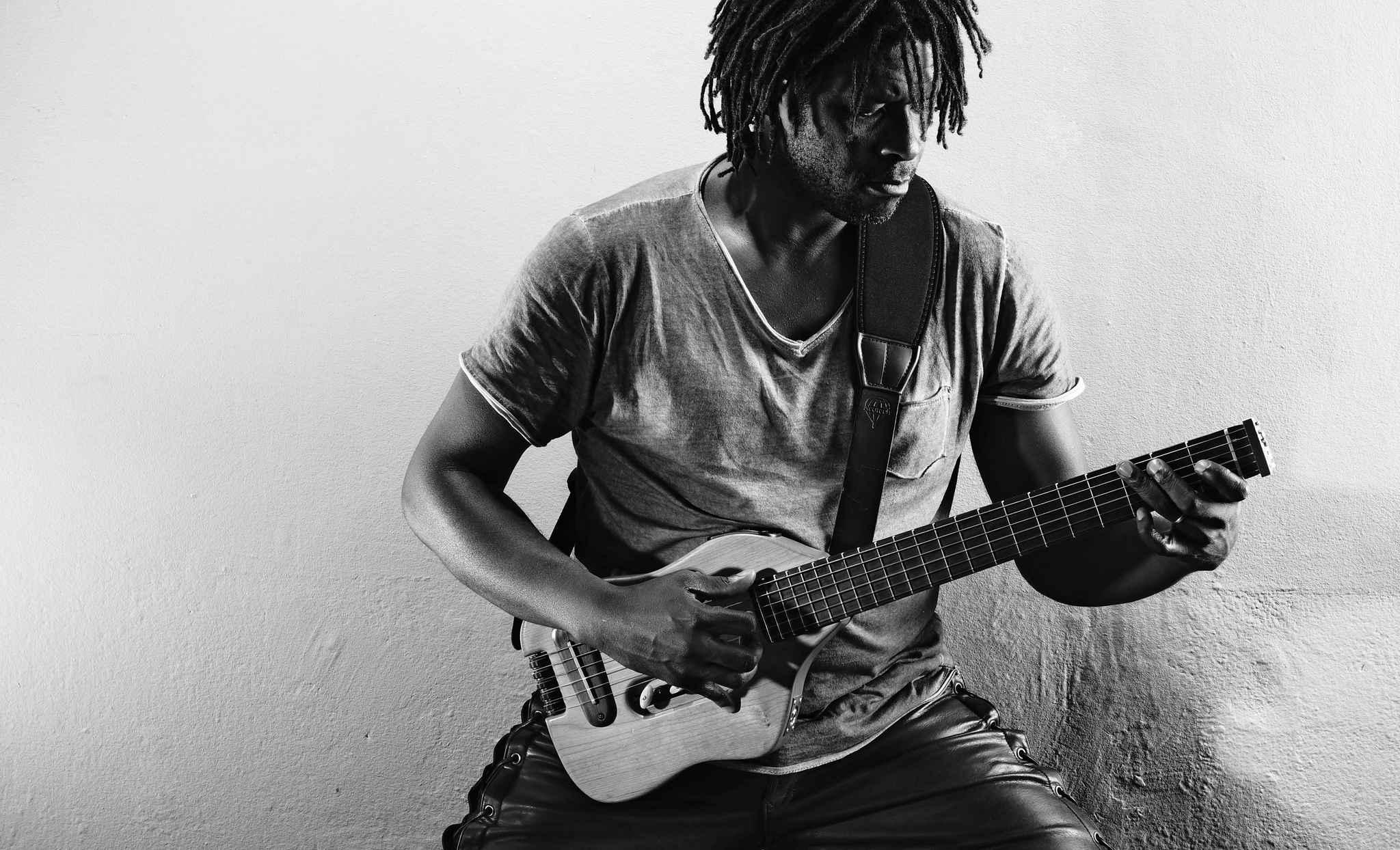 Pi Emmanuel Djob embarque le blues dans une autre dimension.