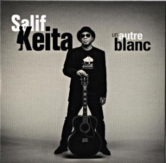 """Salif Keita et """"Un Autre Blanc"""", comme une dernière plaidoirie contre les injustices et l'hypocrisie des donneurs de leçon."""
