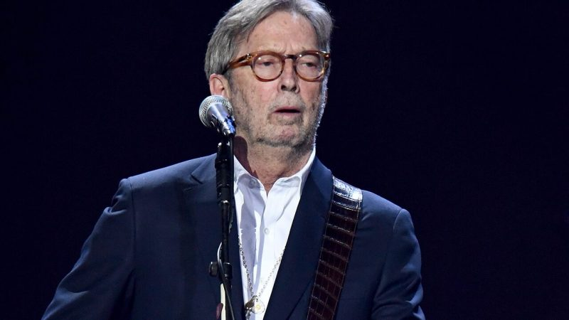 Eric Clapton regrette et pointe du doigt la vaccination anti-corona.